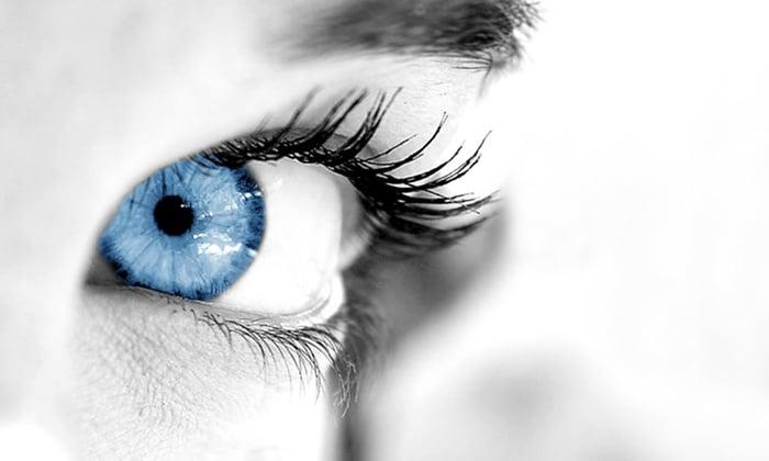 des yeux fixés